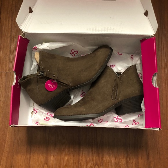 So brand ankle boots. NWT. Size 8.5